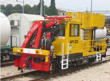 Montáž žeriavu na dopravné prostriedky pre údržbu železníc